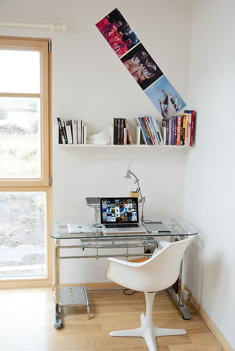 15 an-authentic-workspace-hi-this-is-my-desk-at