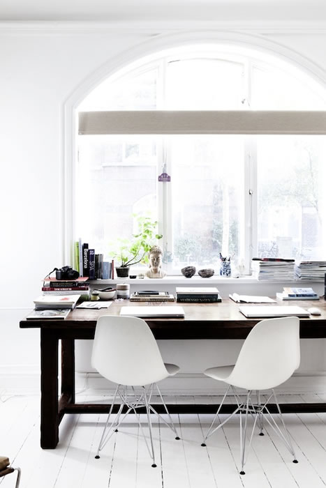 19 light-and-white-a-beautiful-workspace-not-only
