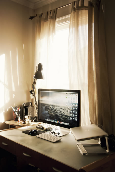 26 sunlit-and-simple-my-desk-is-located-right