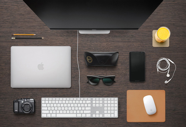 4.Designer Desk Essentials